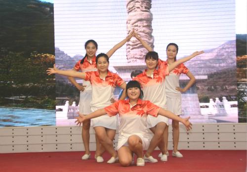 8、骨一科、五官科舞蹈:《天使风采》_meitu_2_meitu_3.jpg